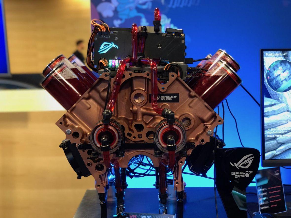 To nie silnik V8, tylko komputer Asusa. Jedyny egzemplarz na świecie jest dziełem Polaka