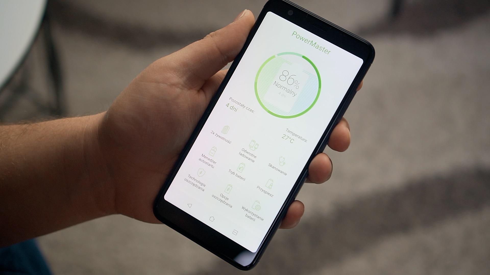 Krótki czas pracy to jedna z największych wad większości obecnych smartfonów. Na szczęście na rynku pojawia się coraz więcej modeli wyposażonych w pojemne ogniwa, które mają zapewniać długi czas pracy. Co więcej, smartfon z dużym akumulatorem można już kupić za mniej niż 1000 zł.