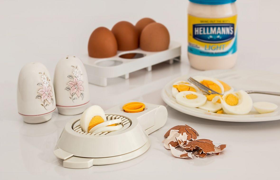 Ten kalkulator pomoże ci ugotować idealne jajko za każdym razem. Opracował go doktor fizyki kwantowej