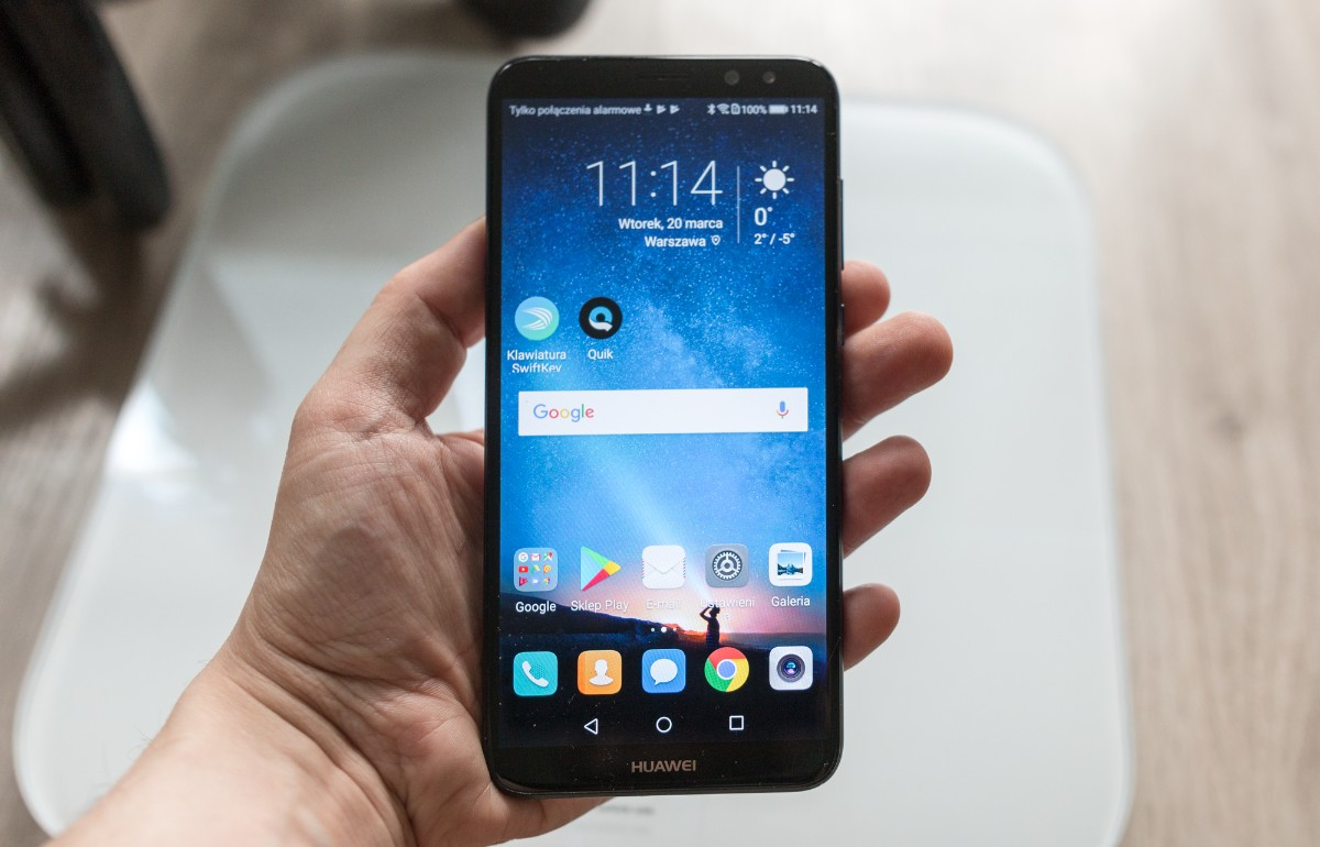 Naszą akcję wspiera firma Huawei, która wyposażyła nas w inteligentne wagi Huawei Smart Scale oraz telefony Huawei Mate 10 Lite, które, swoją drogą, są obecnie najchętniej kupowanymi smartfonami w Polsce. Ja dodatkowo będę używał moich prywatnych gadżetów, takich jak opaska Huawei Band A1 oraz słuchawki Huawei AM60.