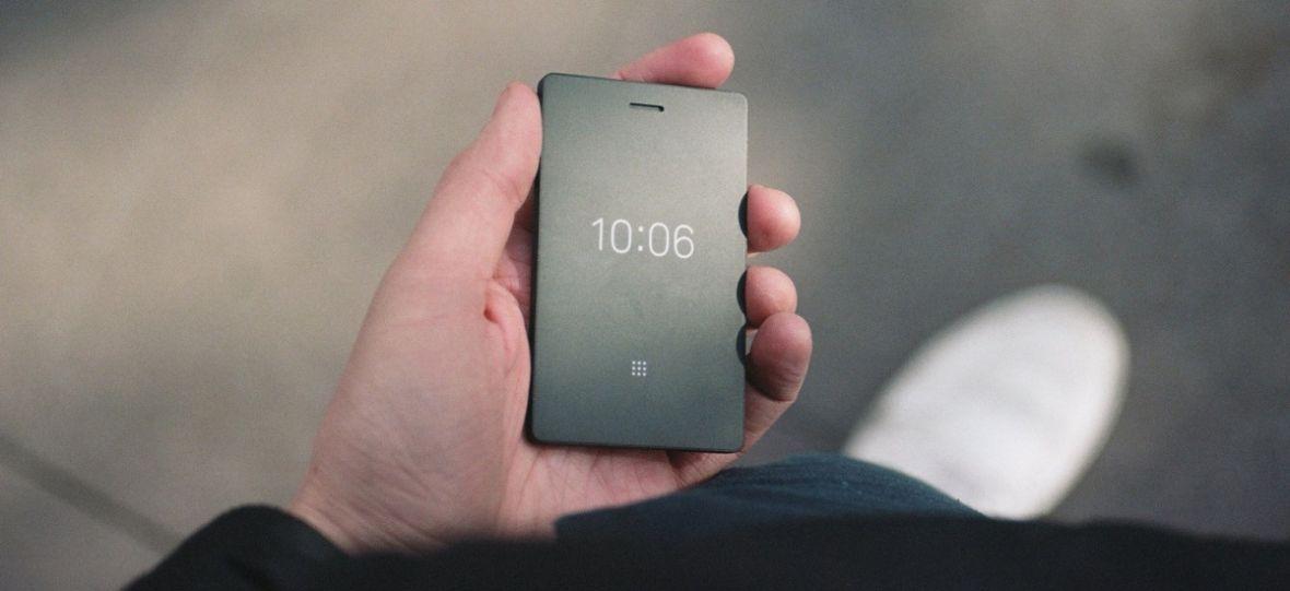 Ten telefon kosztuje 1000 zł i można z niego tylko… dzwonić i wysyłać SMS-y. Light Phone 2 podbija Internet