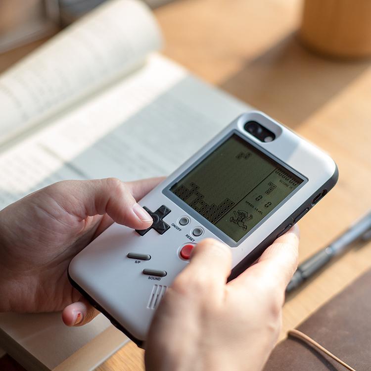 Pokrowiec na iPhone'a wygląda jak Game Boy i pozwala pograć w gry prawie jak z Game Boya