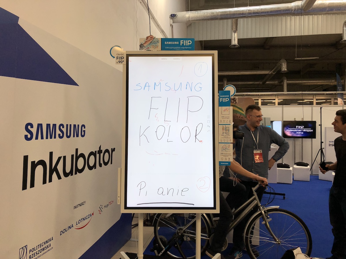 Electronics Show Samsung Flip 4