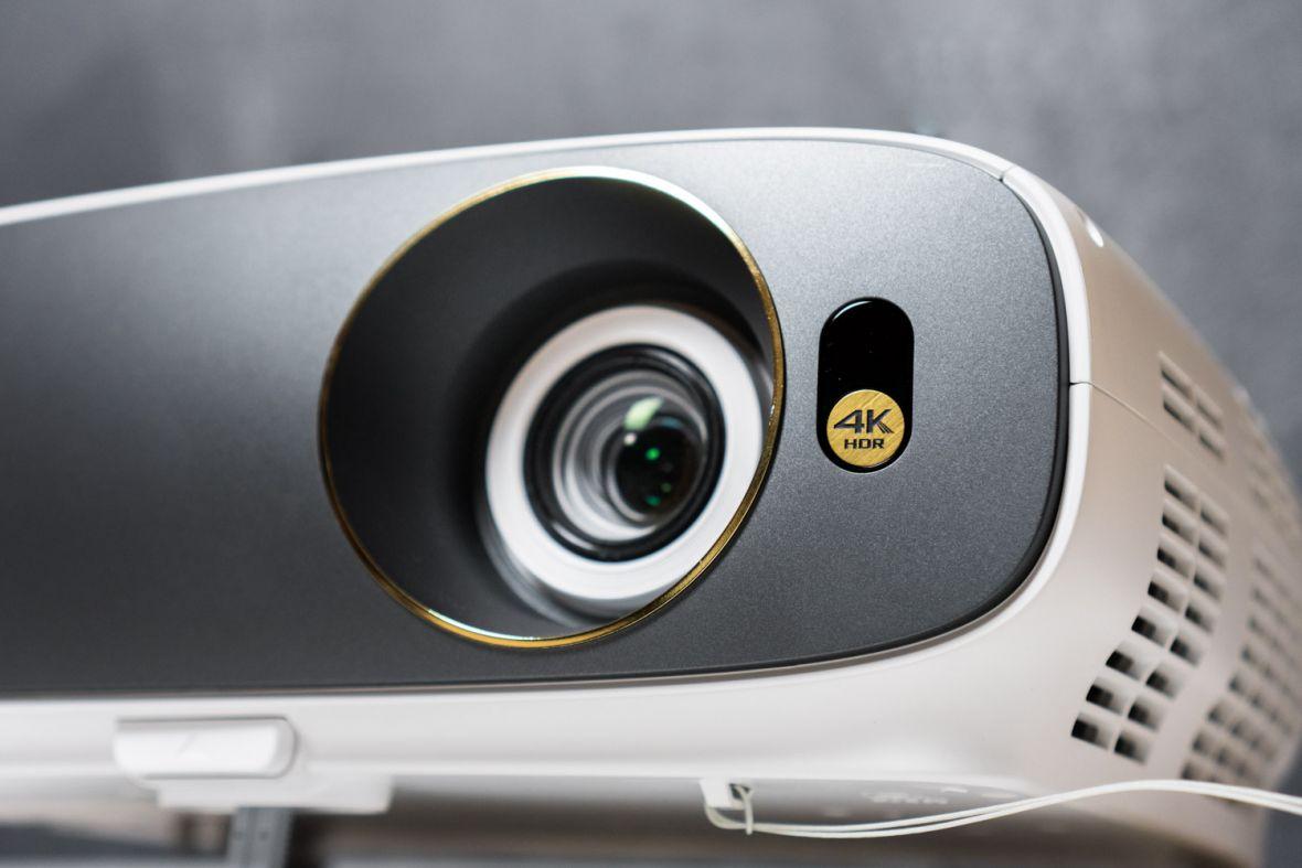 Projektor 4K HDR w cenie dobrego telewizora. BenQ W1700 – recenzja