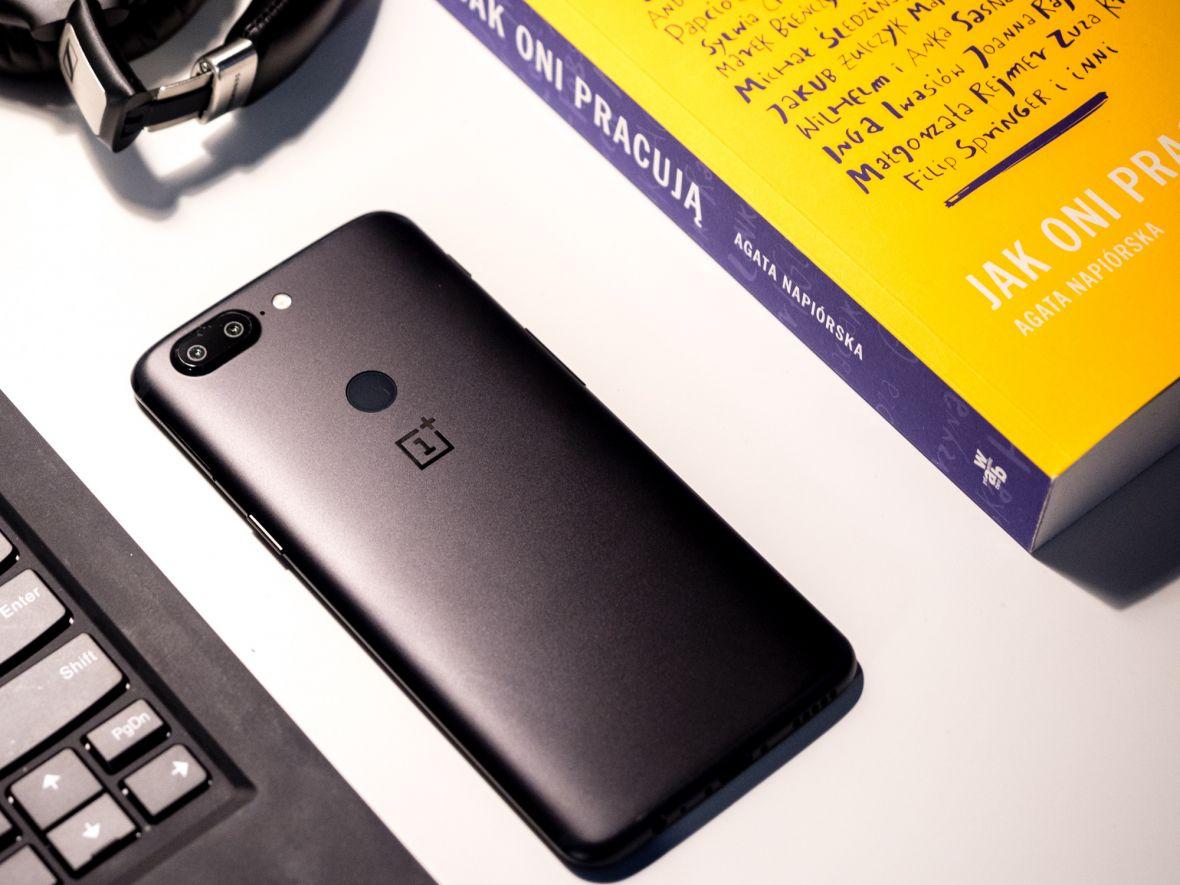 Jaki smartfon do 2000 zł warto kupić? TOP 5 najciekawszych modeli