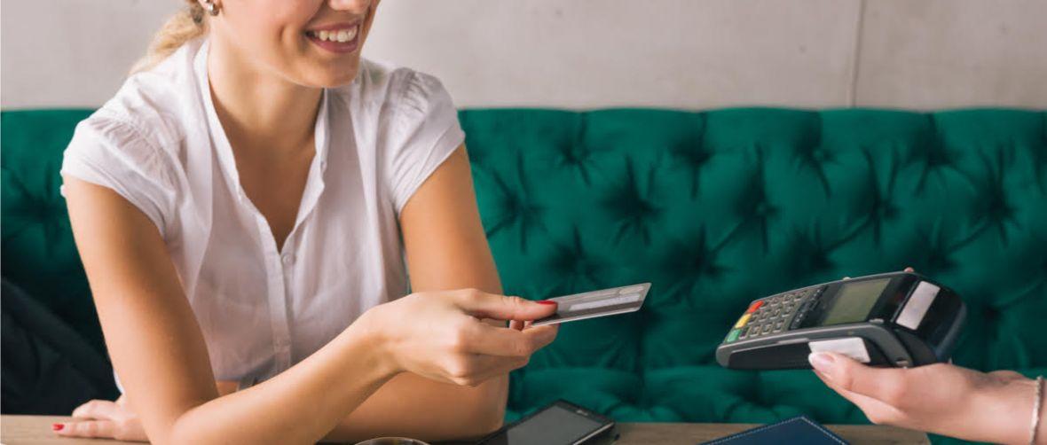 Smartfon zastąpi terminal płatniczy. Ruszył pilotaż systemu SoftPOS