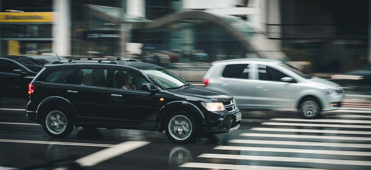 Nie jest łatwo być Uberem. Konkurenci z Taxify na czele łączą siły, by wygryźć go z rynku