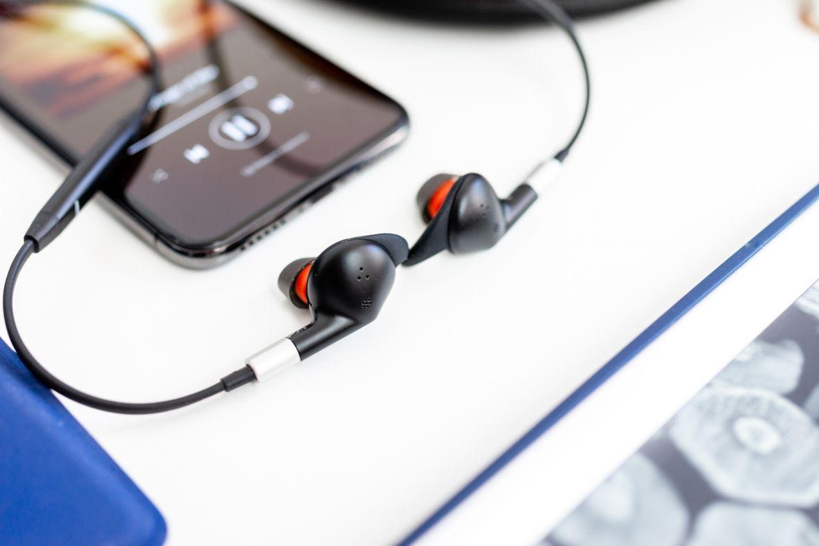 Słuchawki do pracy i po pracy. Jabra Evolve 75e nie mają sobie równych w biznesie – recenzja