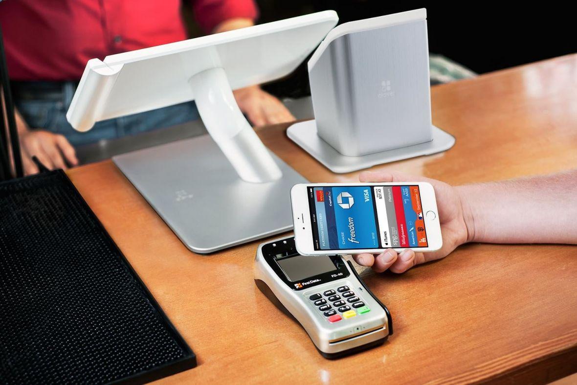 Tim Cook oficjalnie: Apple Pay wejdzie do Polski. A my znamy nazwę kolejnego banku, który zaoferuje tę usługę