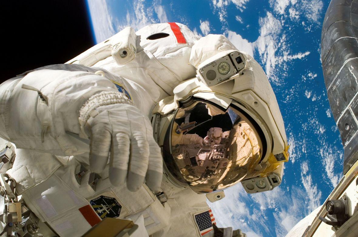 Astronauta NASA wyszedł na spacer kosmiczny, ale zapomniał o karcie SD