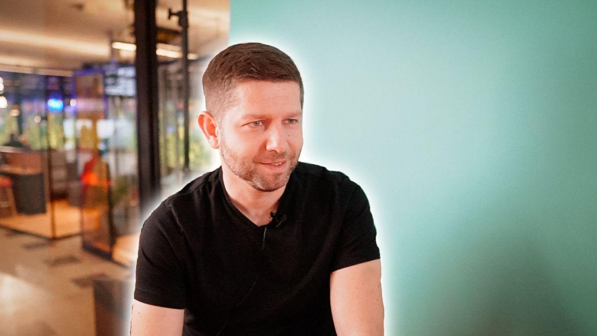 """6 pytań do Michała Sadowskiego z Brand24. """"Tworzenie biznesu to maraton, a nie sprint"""""""