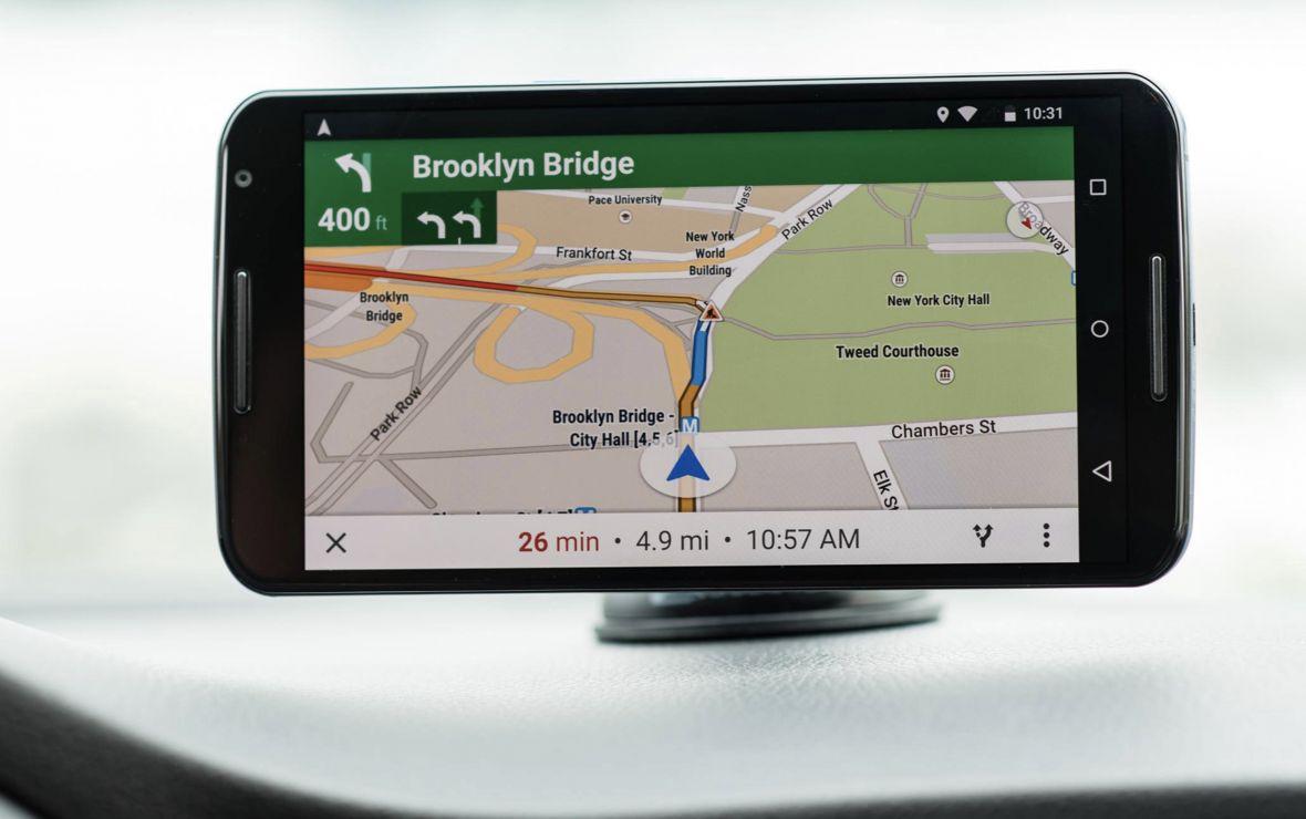 Nowość w Mapach Google: dobrze znaną niebieską strzałkę w nawigacji zastąpiły małe samochodziki