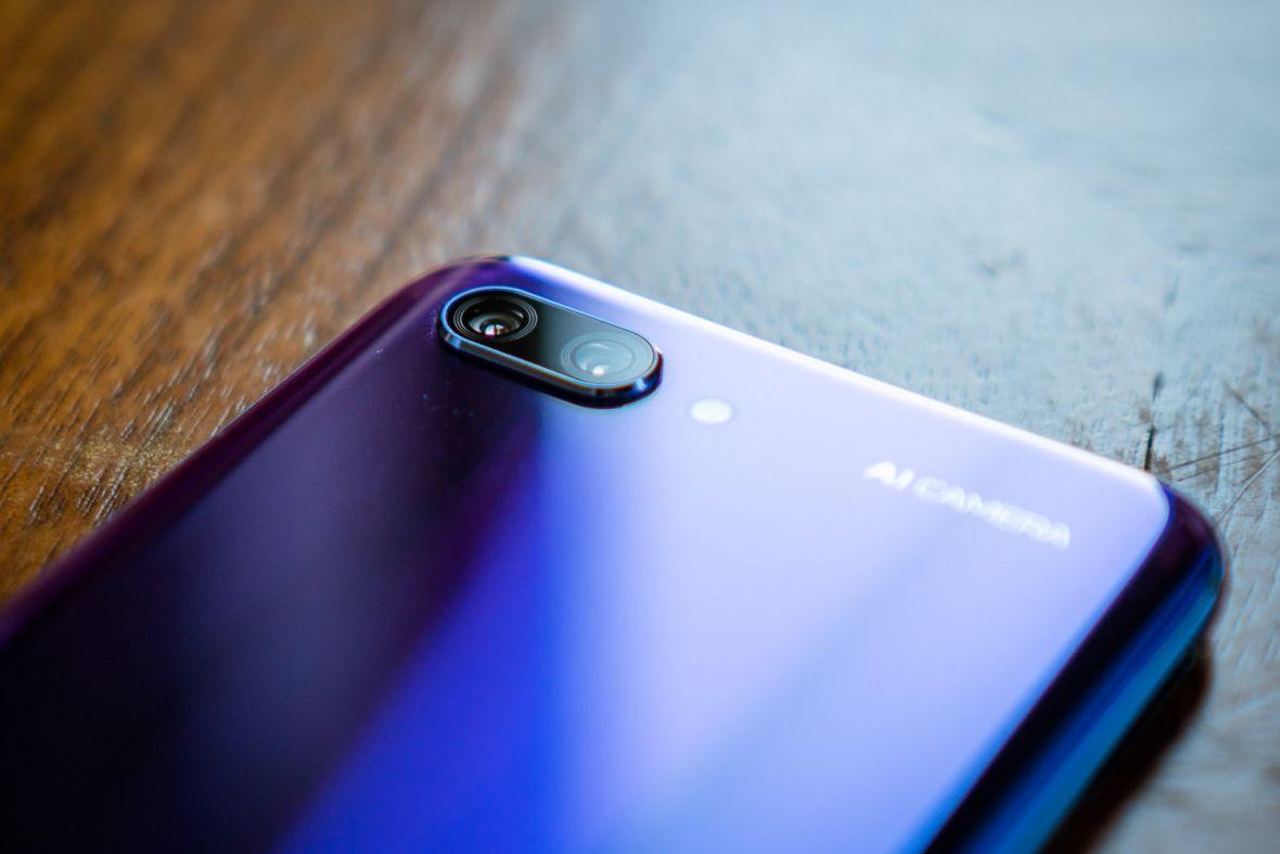 To będzie jeden z najtańszych topowych smartfonów tego roku. Mamy polskie ceny Honora 10