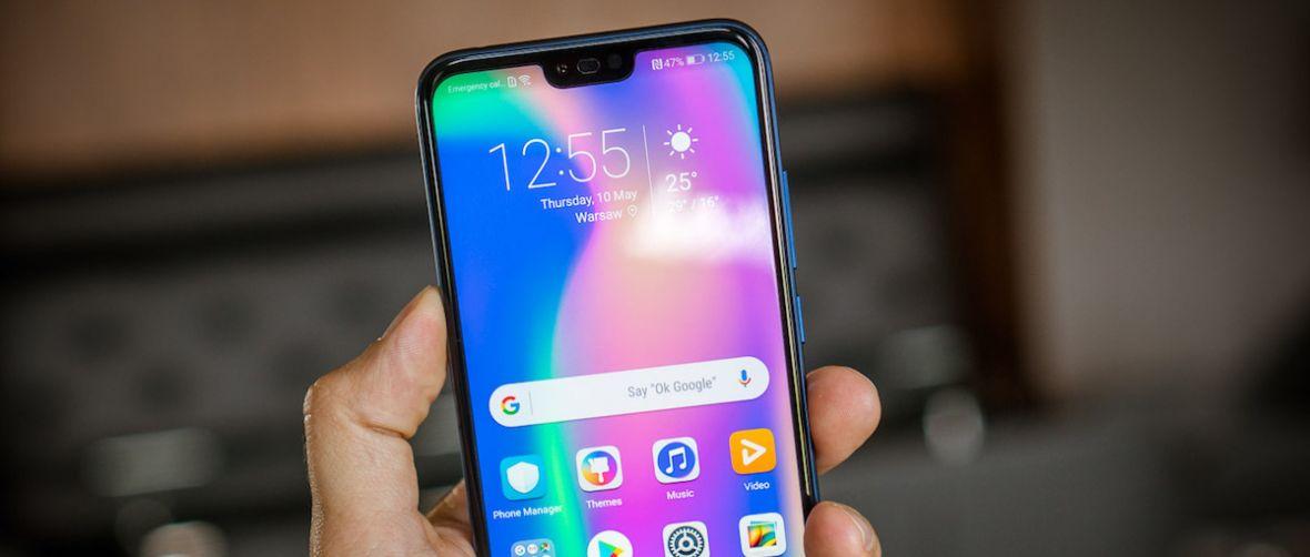 Honor 10 to smartfon bardzo podobny do Huaweia P20. O jego popularności przesądzi cena