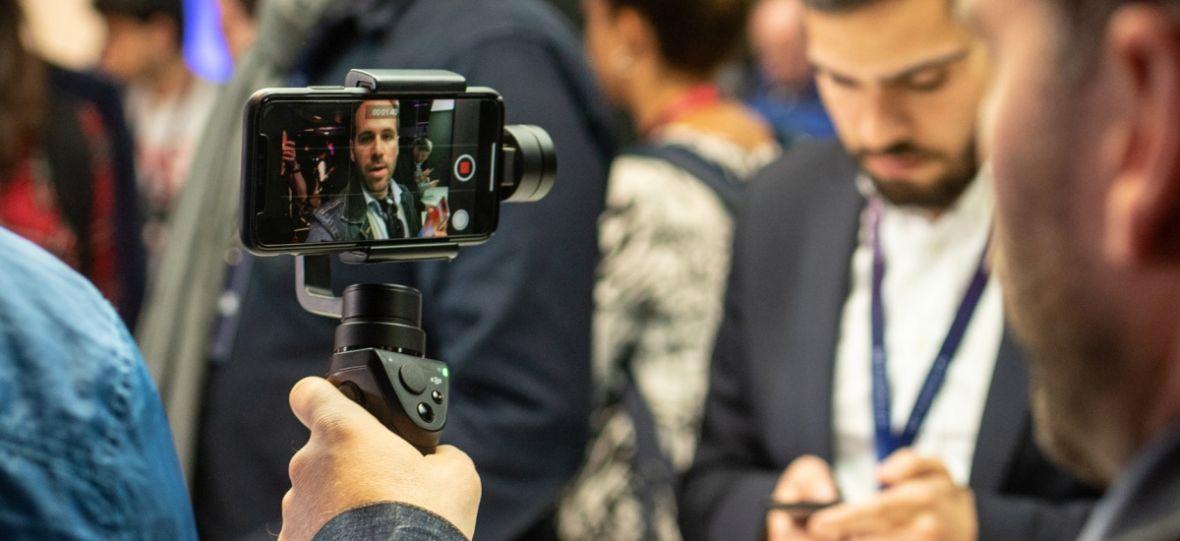 Smartfon i kilka akcesoriów – tak tworzy się dziś branżowe media. Poradnik dla początkujących