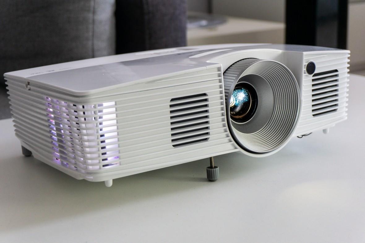 Projektor na Mundial, czyli jaki? Acer rozbija mity ceny, nasłonecznienia i hałasu oraz daje ekran za darmo