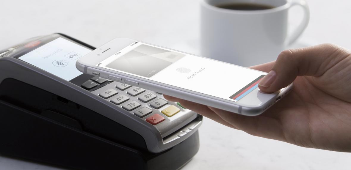 Za pomocą Apple Pay w Polsce zapłacimy już nie tylko w sklepie. Tę metodę płatności wdraża Cinkciarz.pl