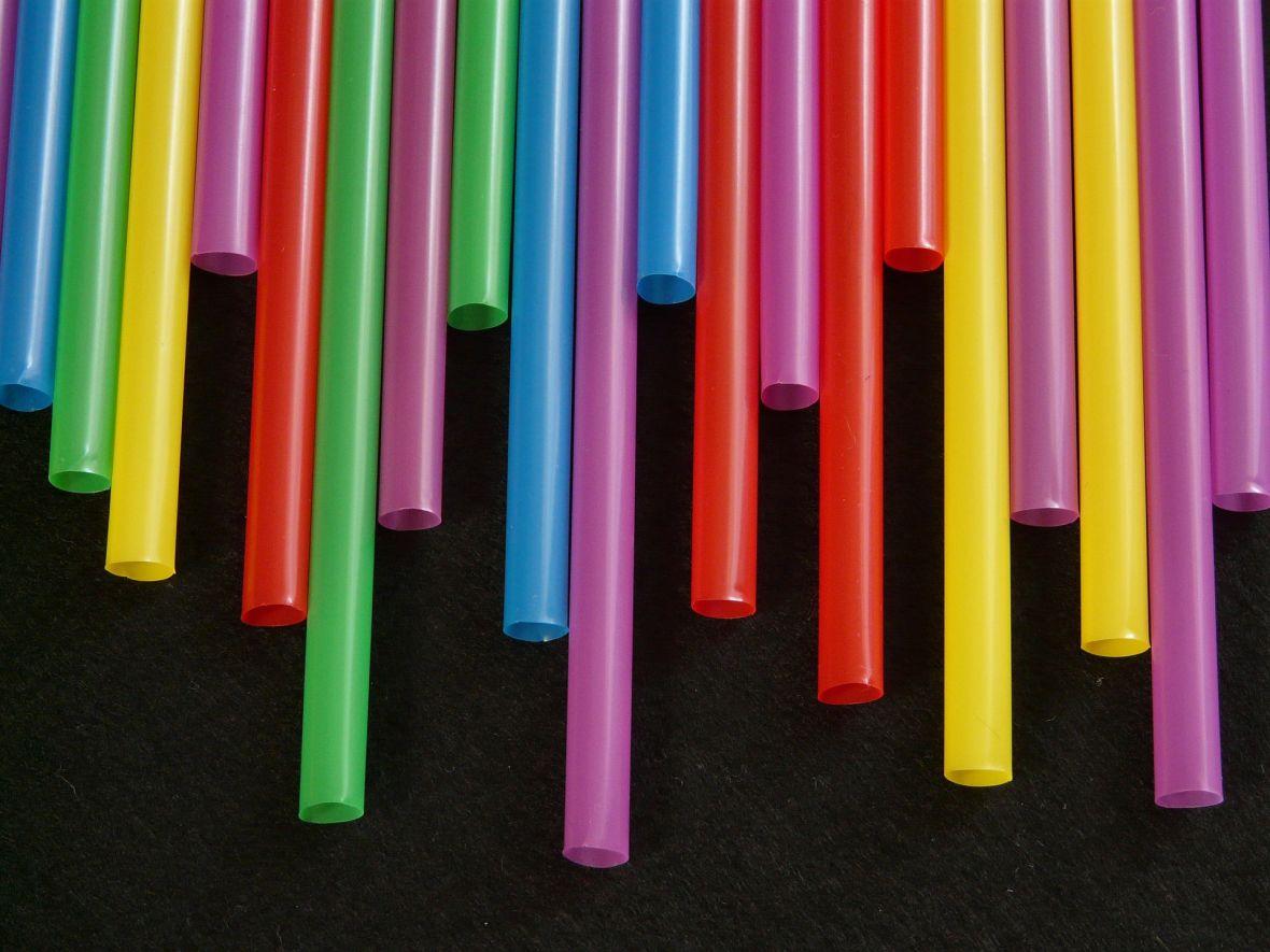 Unia chce zakazać słomek i naczyń jednorazowych. IKEA nie czeka na nowe prawo i zamierza je wycofać