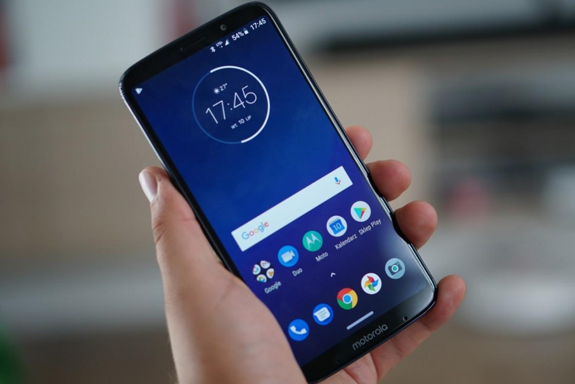 Producenci poszaleli z cenami smartfonów ze średniej półki. Cena Moto Z3 Play to żart