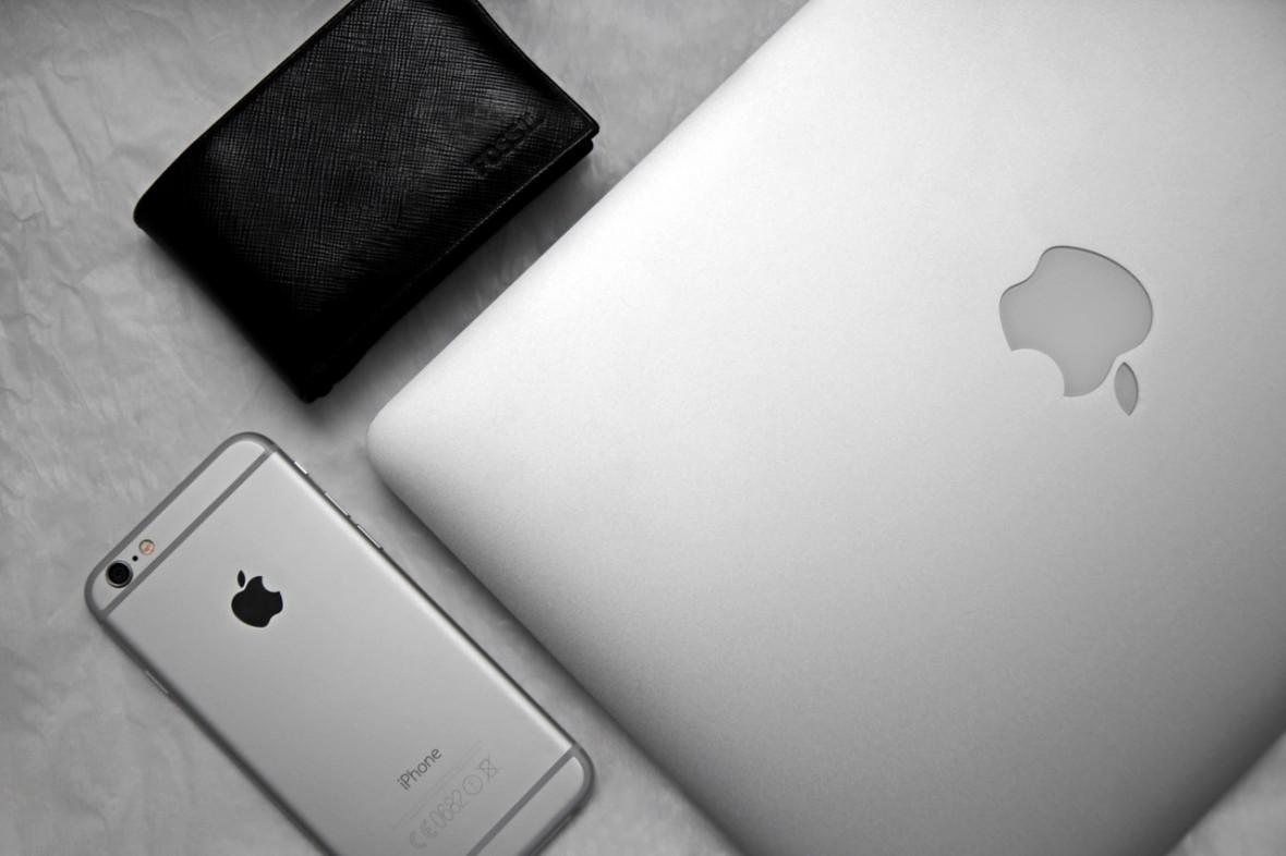 Płacenie Apple Pay iPhone'em X jest dla mnie niestety ciut za wolne i ciut za głupio wygląda