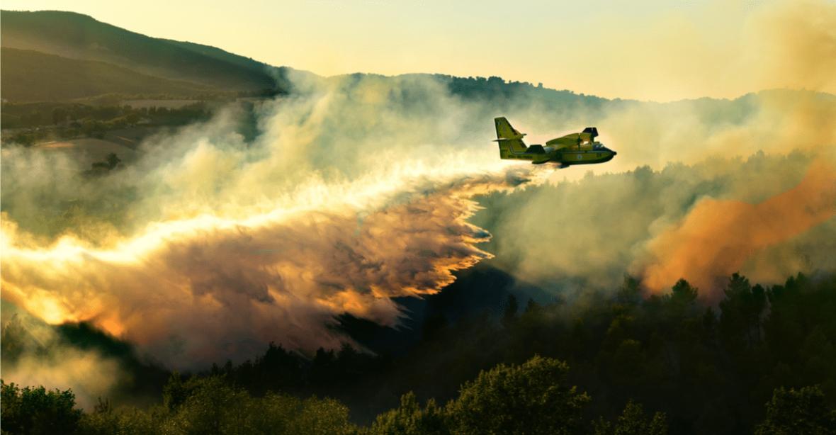Pożary w Grecji zagrażają mieszkańcom i turystom. Jak uzyskać pomoc podczas urlopu mając do dyspozycji tylko smartfon?