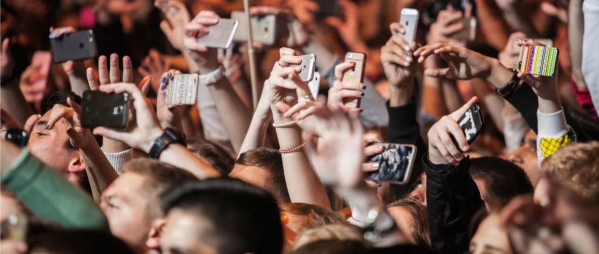 Internetowi obrońcy polskiej demokracji myślą, że biorą udział w rewolucji