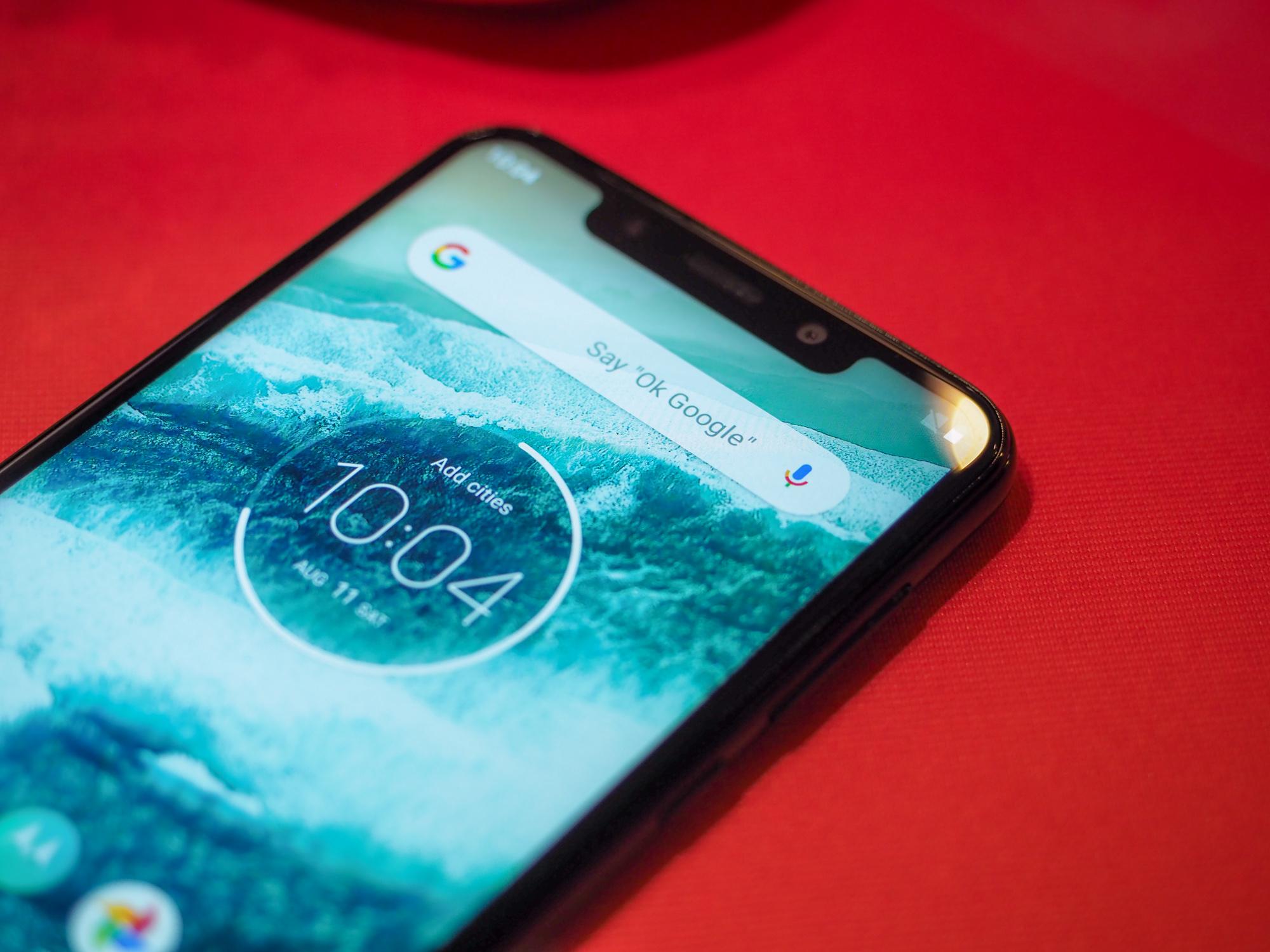 Motorola One to bezczelny klon iPhone'a X.