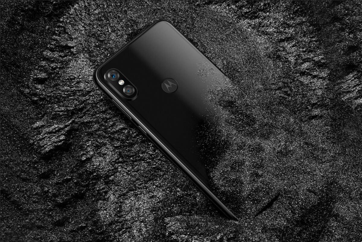Motorola P30 - kolejny ordynarny klon iPhone'a X.