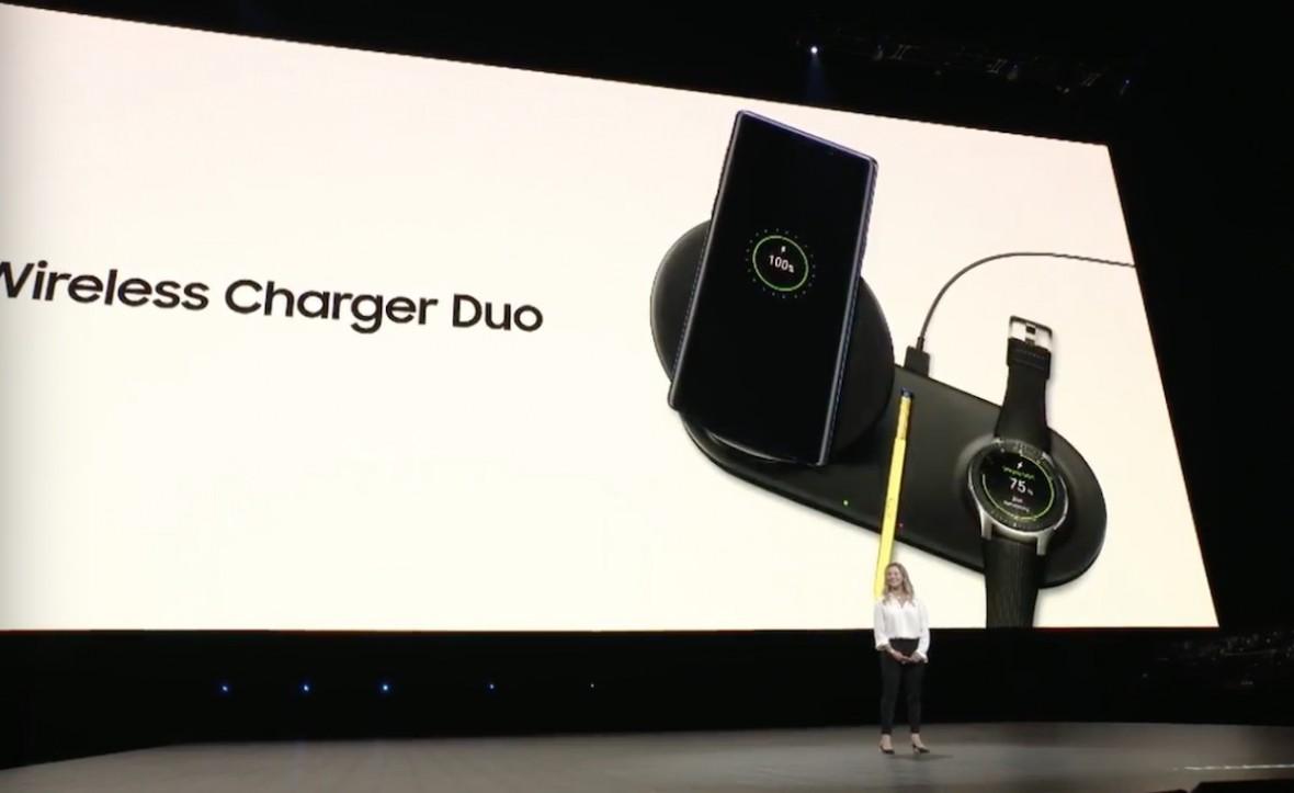Samsung zawstydza Apple'a i prezentuje bezprzewodową ładowarkę Wireless Charger Duo
