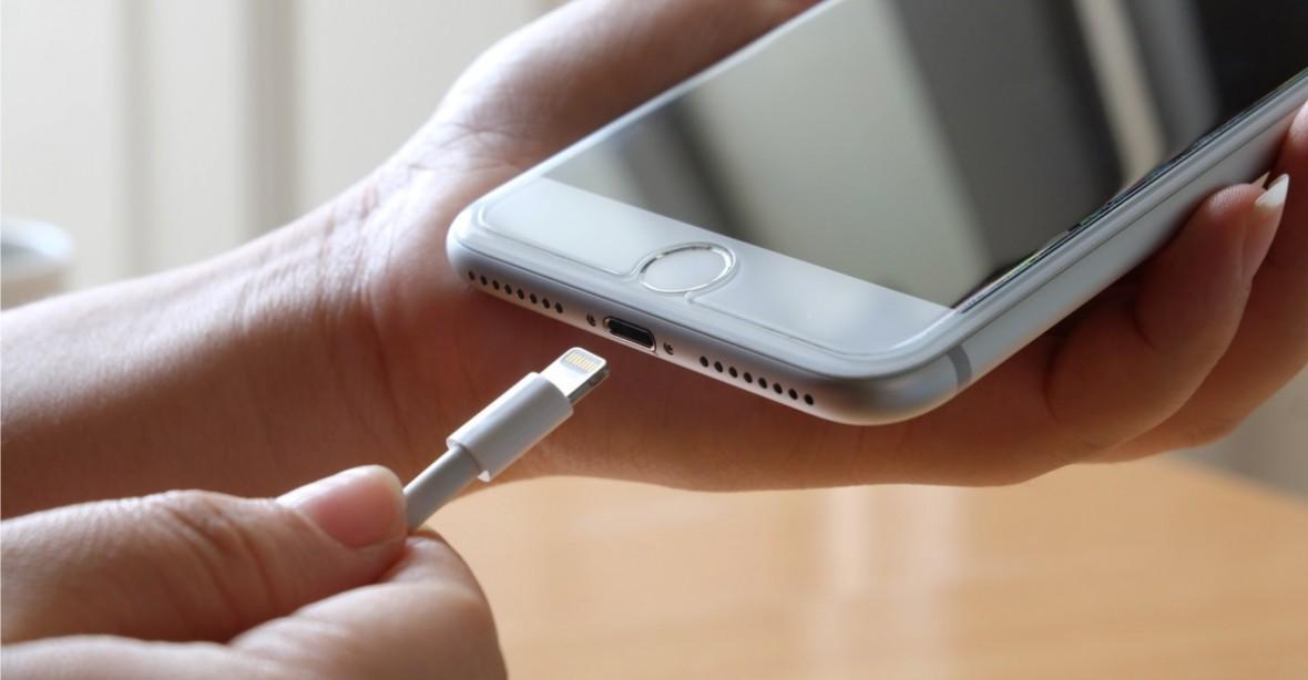 W czym złącze Lightning w iPhonie jest lepsze od USB-C? A w czym jest gorsze? Już wyjaśniam