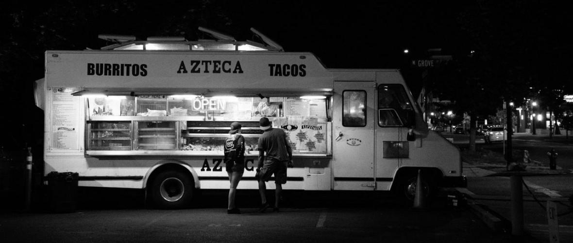 Polak startuje z food truckiem, w którym zapłacisz kryptowalutami. Będzie zderzenie ze skarbówką?