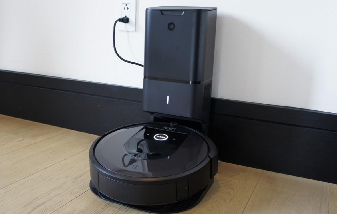 Sama sprząta i sama opróżnia pojemnik ze śmieciami. To nowa Roomba