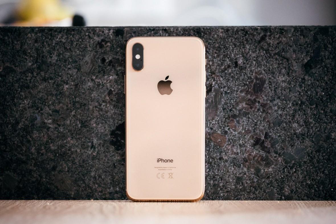 Za możliwość szybkiego ładowania iPhone'a trzeba u Apple'a zapłacić 250 zł. Znalazłem tańsze alternatywy