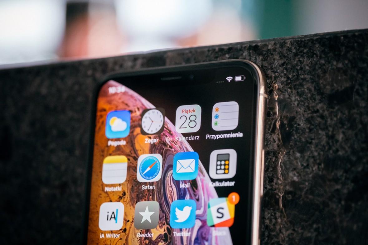 Apple przyznał się do problemu z ładowaniem iPhone'ów XS i XS Max. iOS 12.0.1 ma go naprawić