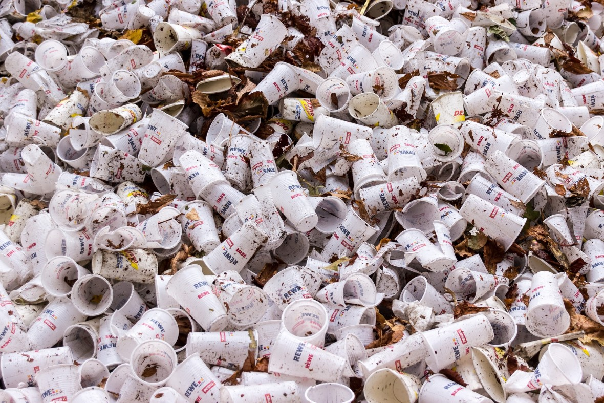 Brawo my. Wyprodukowaliśmy tyle śmieci, że czasy, w których żyjemy, można nazwać epoką plastiku