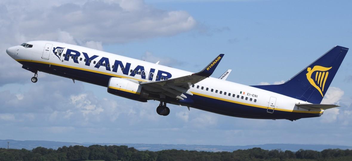 """Tania zagrywka tanich linii lotniczych. Ryanair """"wycofuje się"""" z Polski, a tak naprawdę uprawia kreatywną księgowość"""
