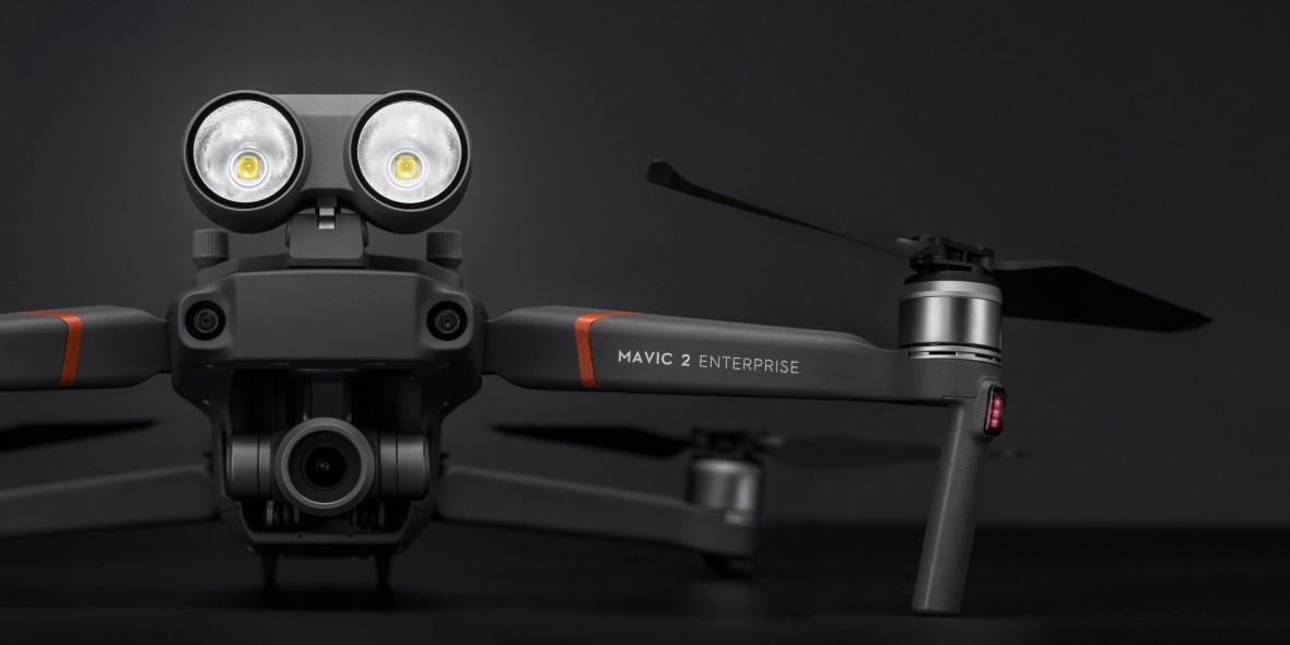 DJI stworzyło drona, który ma ratować życie. Mavic 2 Enterprise to sprzęt dla strażaków i służb ratunkowych