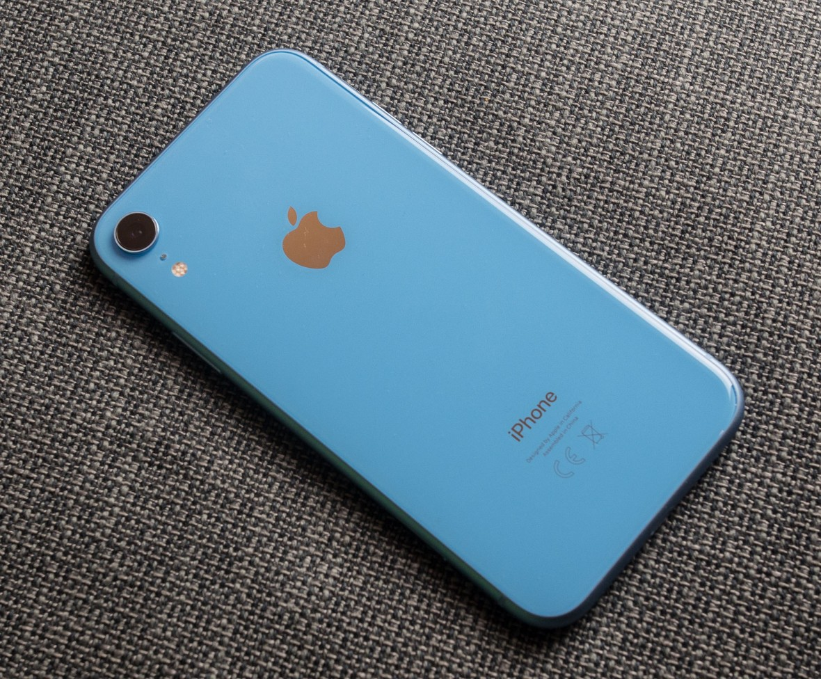 Apple udostępnia nowe wersje swoich systemów. Mamy dobre wieści dla posiadaczy iPhone'a XR i osób czekających na eSIM