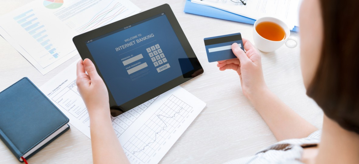 Bankowa aplikacja mobilna coraz częściej na celowniku cyberprzestępców. Co robią banki, żeby nas przed tym uchronić?