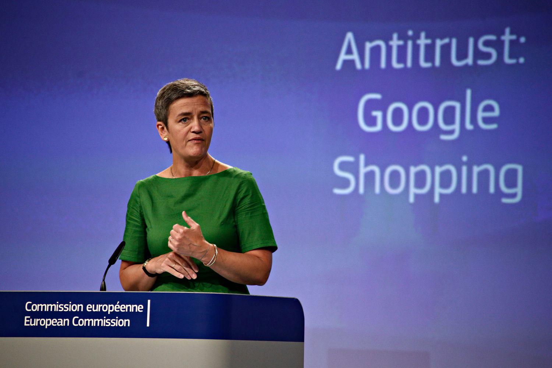 """27 czerwca 2017 r. KE kazała zapłacić amerykańskiemu gigantowi 2,42 mld euro kary za """"nadużywanie swojej dominującej pozycji na rynku jako wyszukiwarka, promując własną porównywarkę usług handlowych w wynikach wyszukiwania""""."""