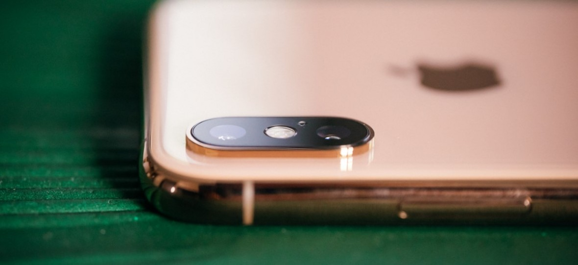 Nowe iPhone'y nie będą na siłę nas upiększać. Aktualizacja do iOS-a 12.1 poprawi działanie przedniego aparatu