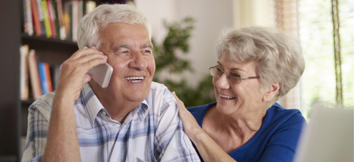 Wybieramy abonament dla dziadków. Sprawdzamy, którego operatora najlepiej wybrać