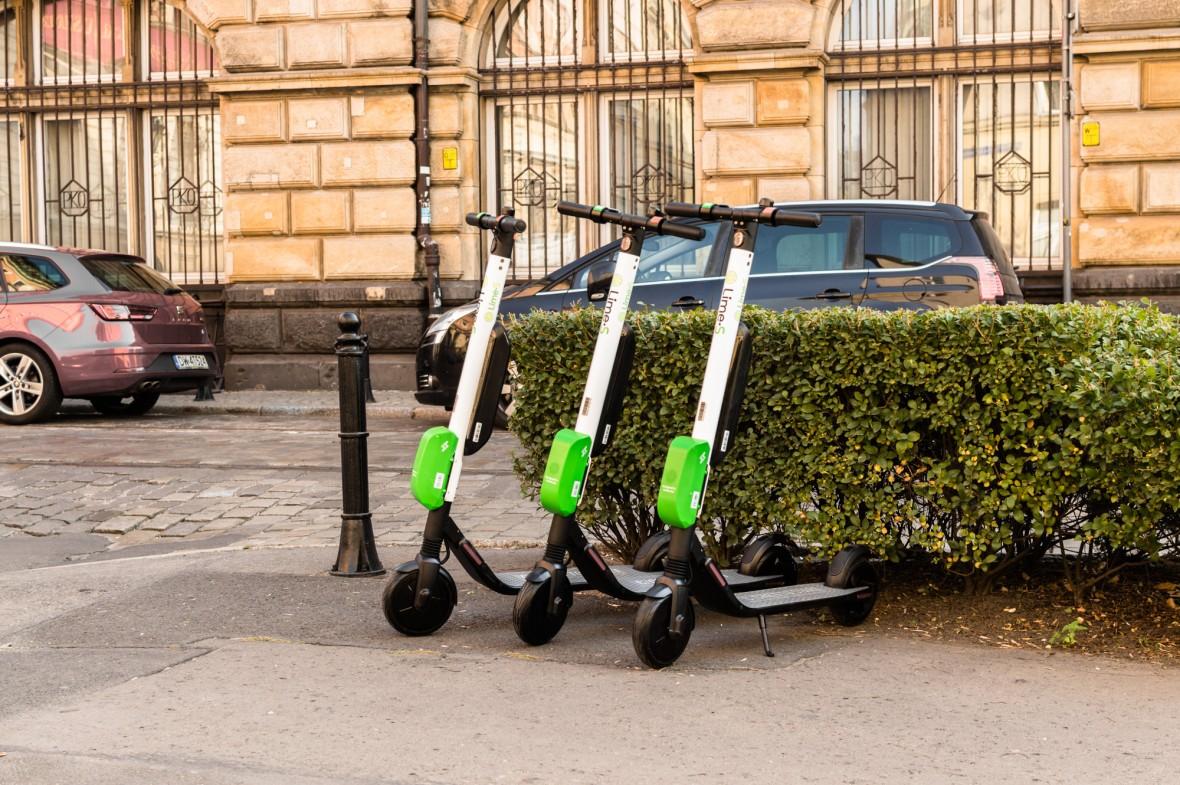 Samochody, rowery i hulajnogi na minuty w jednej aplikacji – zestawienie najlepszych agregatorów