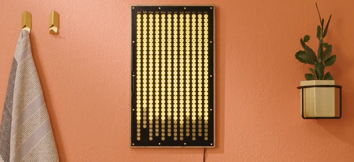 Codziennie musisz nacisnąć przycisk. Youtuberka, która robi niedziałające roboty, zrobiła kalendarz, który działa