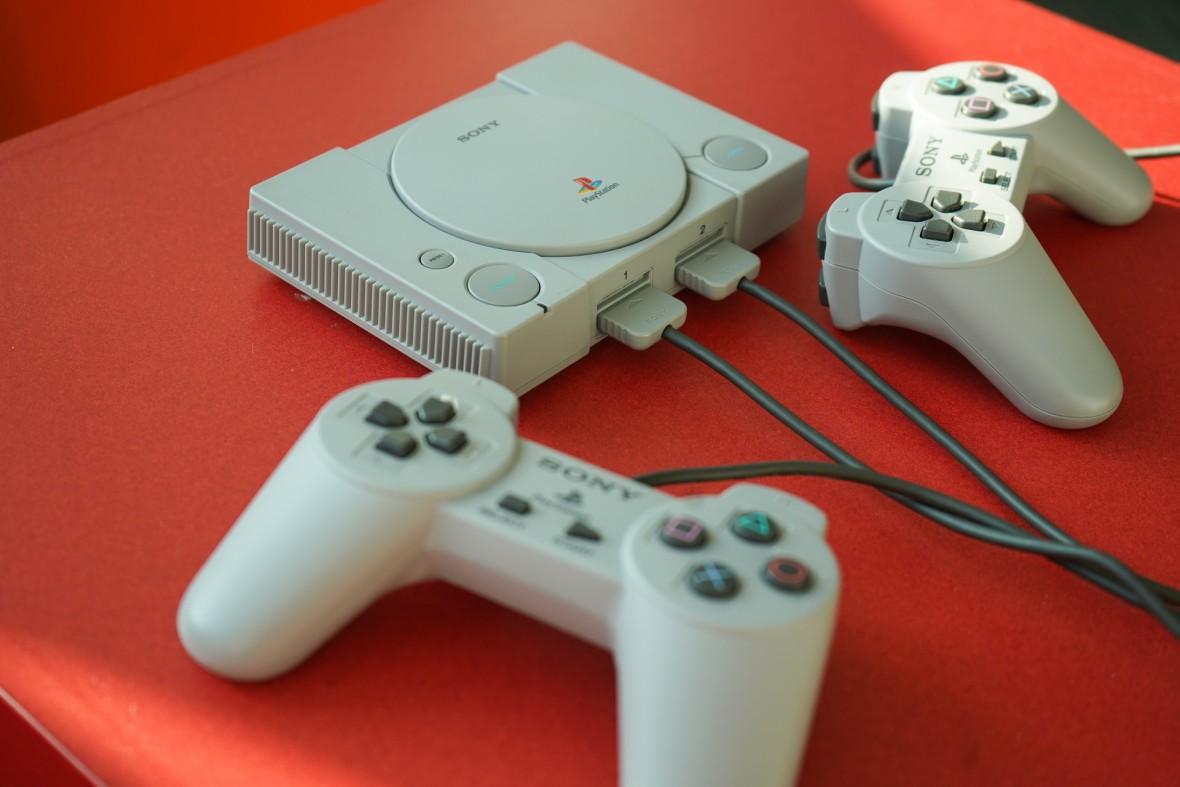 Będzie hit prezentowy. PlayStation Classic koncertowo gra na sentymencie – pierwsze wrażenia
