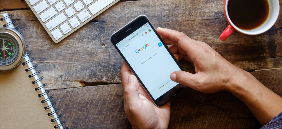 Why is the Google search engine on Apple hardware and what is the price?
