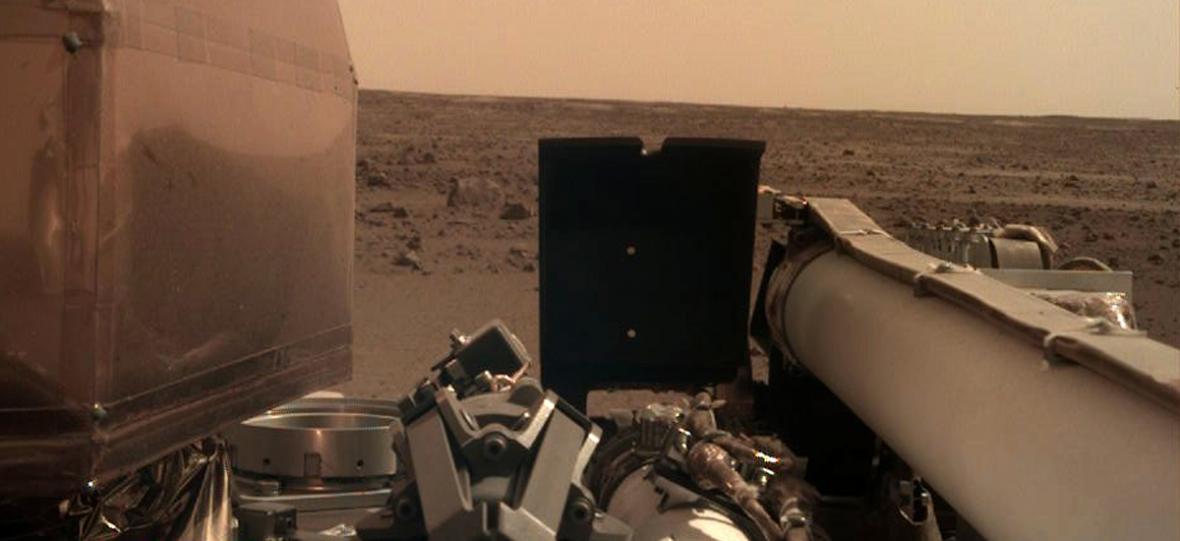 Sonda InSight wysłała swoją pierwszą pocztówkę z Marsa
