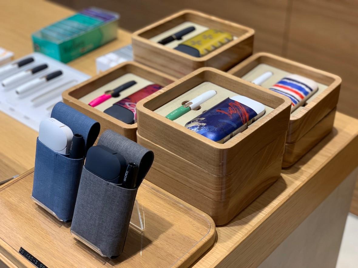 Odwiedziliśmy w Tokio salon IQOS Brand Store, który przypomina sklepy Apple'a – fotorelacja