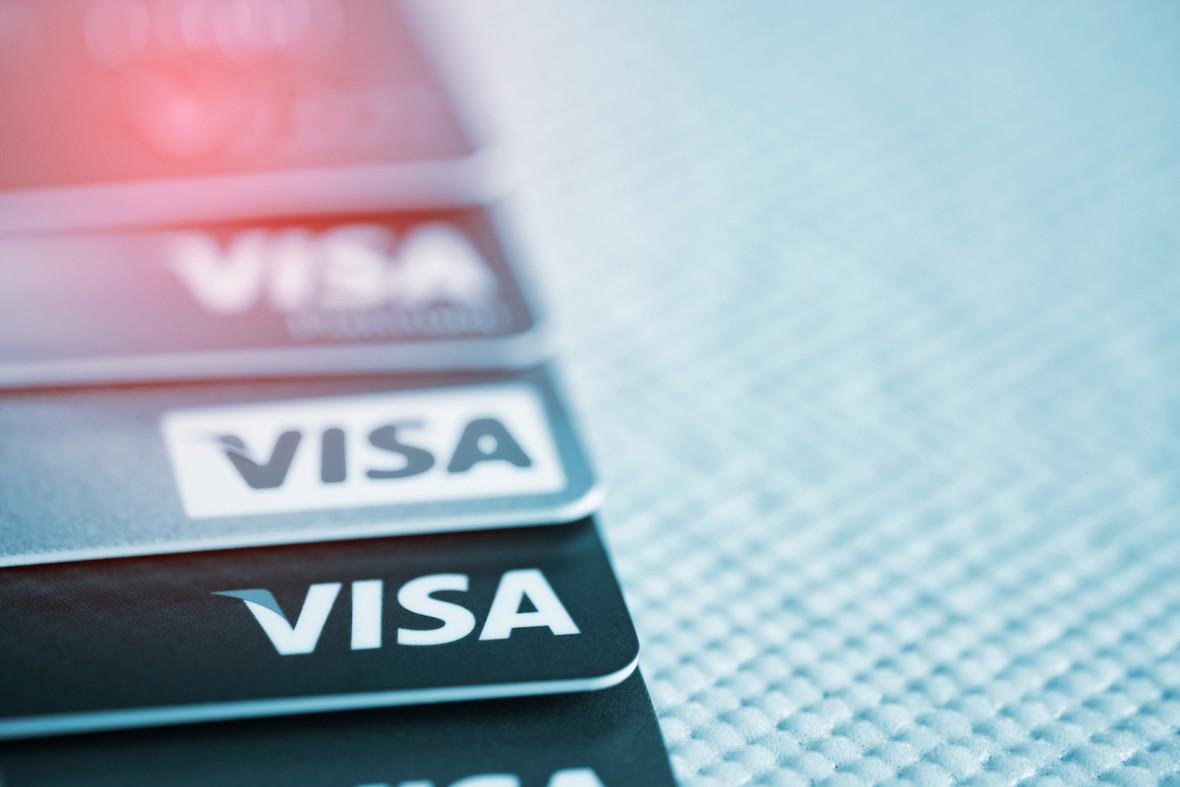 Płatność kartą w internecie – jak się do tego zabrać i co warto wiedzieć?
