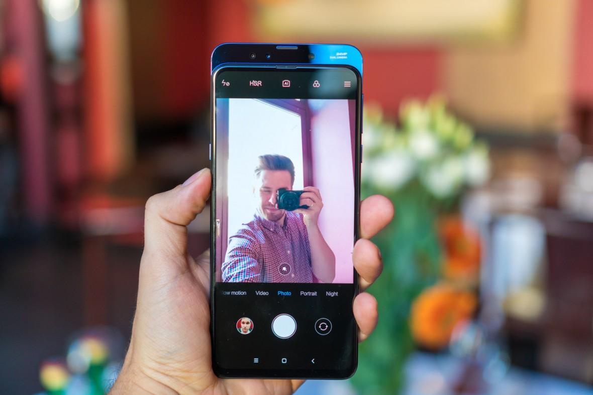 Dorwaliśmy Xiaomi Mi Mix 3. To jeden z najciekawszych smartfonów 2018 roku